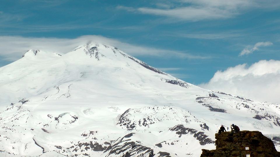 Замерзли бы насмерть. Южноуральцы спасли на Эльбрусе группу ирландских альпинистов
