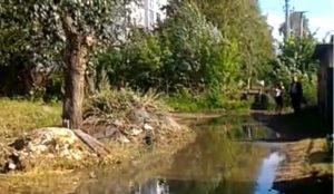 В Челябинске образовалась река из нечистот