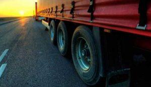 Из-за аномальной жары запретили грузовикам ездить днем по трассам на Южном Урале