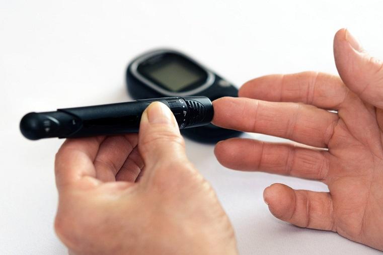 Ученые нашли способ измерять уровень сахара без уколов пальцев