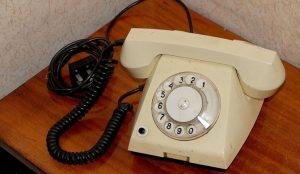 Женщине отключили телефон за долг 20-летней давности