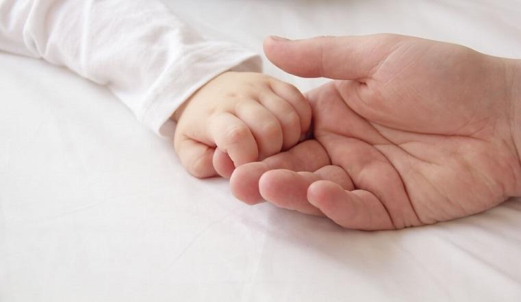 Пара из Челябинска не может забрать из Турции своего младенца