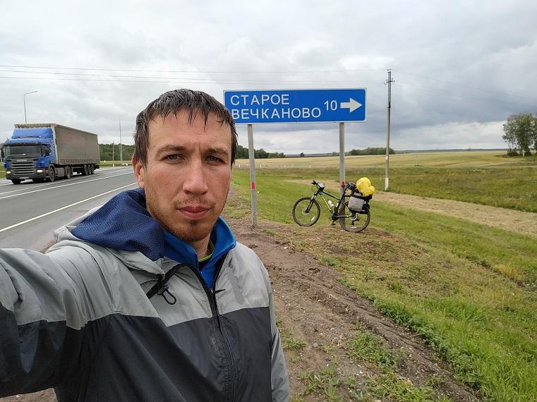 Крутит педали через полстраны. Южноуралец отправился в Крым на велосипеде