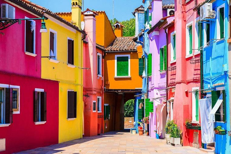 Урал с итальянскими акцентами. Власти Сатки преображают город яркими красками