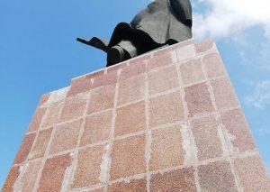 Варварский ремонт. Обшарпанного «челябинского Ильича» закроют лесами