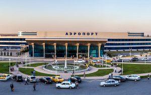 Челябинец руками остановил неуправлямое авто и спас пассажиров аэропорта