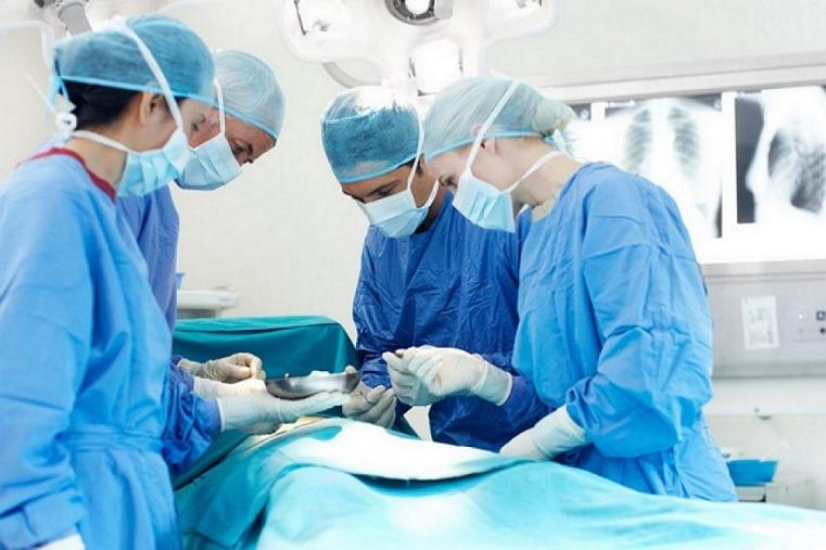Застряла надолго. В Челябинске хирурги достали иголку из легких пациента
