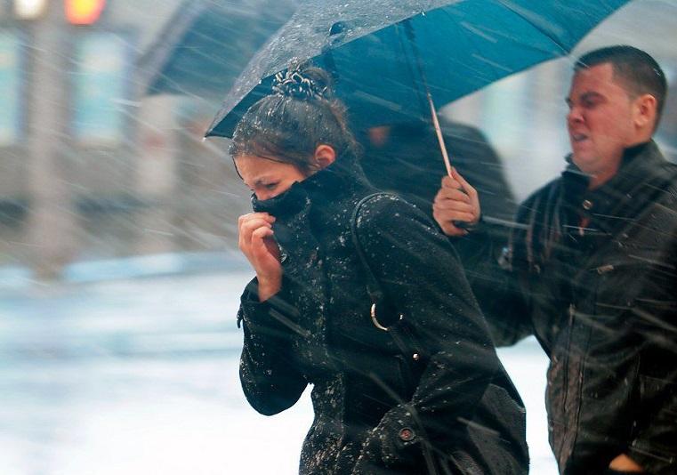 Ухудшение погоды. Сентябрь «радует» жителей Урала сильным ветром и снегом