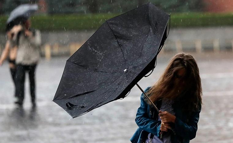 Шквал и ливни. МЧС предупреждает об ухудшении погоды на Урале