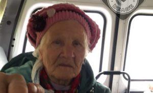 В Магнитогорске ищут родственников потерявшейся бабушки