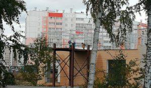 На краю долгостроя в Челябинске играли школьницы