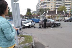 Колеса отлетели. Две машины в Челябинске разнесло в хлам