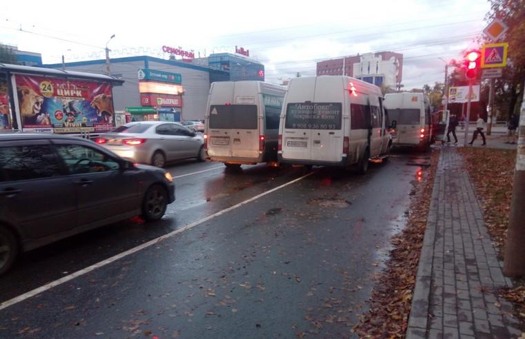 11 человек пострадали в аварии с двумя маршрутными такси в Челябинске