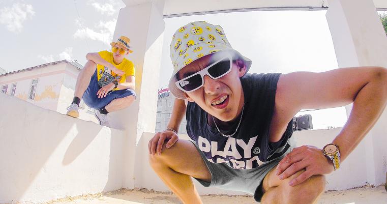Чики-рики-пики. Музыканты из Челябинска выпустили клип про вялые коленочки