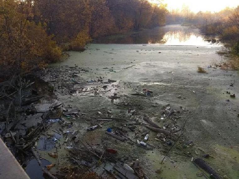 Угроза потопа и мора рыбы. Мусорный коллапс на реке Миасс