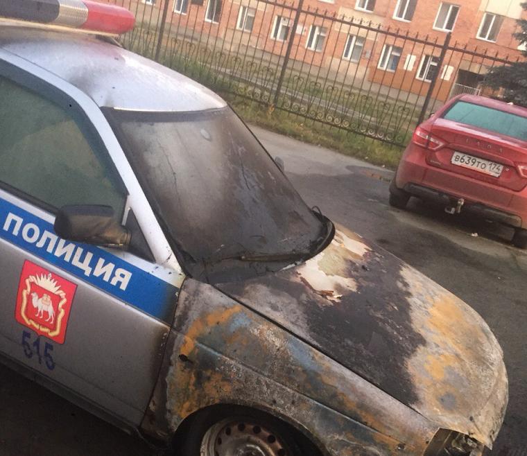 Выгорела полностью. На Южном Урале неизвестные подожгли полицейскую машину ВИДЕО