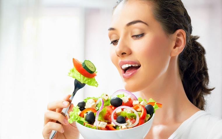 Три простых правила. Диетологи раскрыли универсальный способ похудения