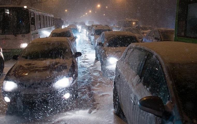 Движение в Челябинске сковали 8-балльные пробки