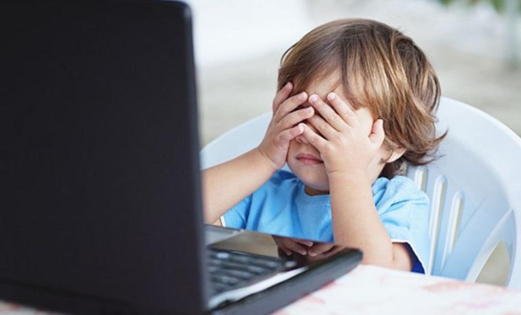 Исследователи назвали оптимальное количество минут, проведенное детьми в Интернете