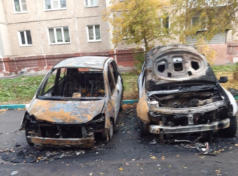 Огненная месть? В Челябинской области автомобили сгорели дотла