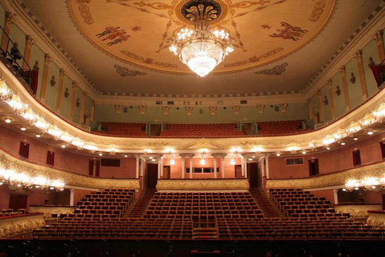 Обновленная культура. В Челябинском оперном театре заменят стулья для зрительного зала