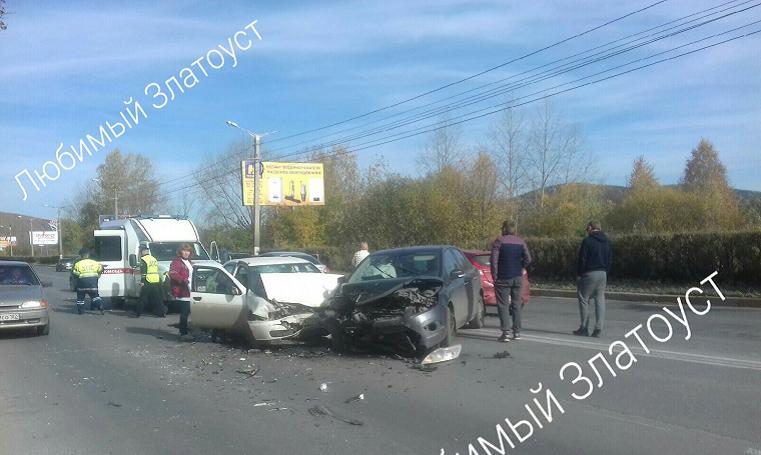 Друг за другом. В Челябинской области в ДТП попали сразу 5 авто