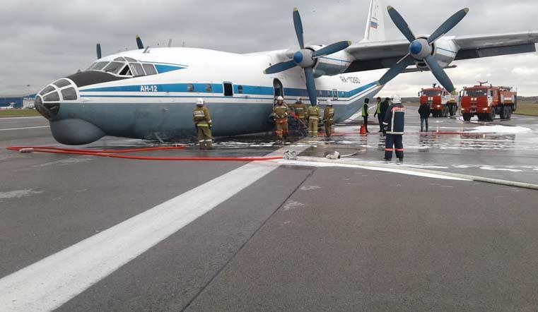 Не выпустил шасси. Военный самолет из Челябинска аварийно приземлился на Урале ВИДЕО