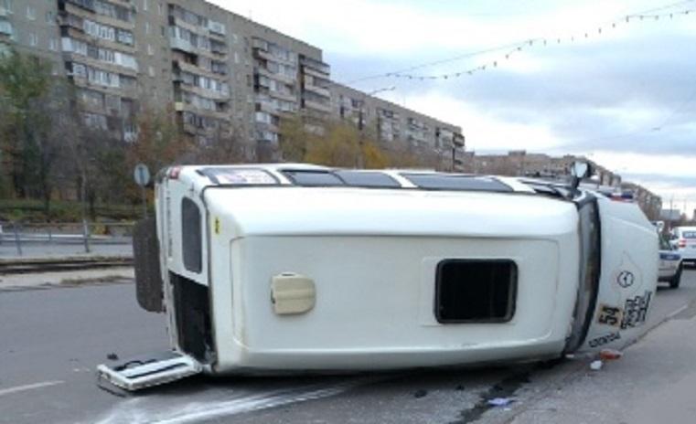 «Чудом остались живы». Иномарка перевернула маршрутку в Челябинской области ФОТО