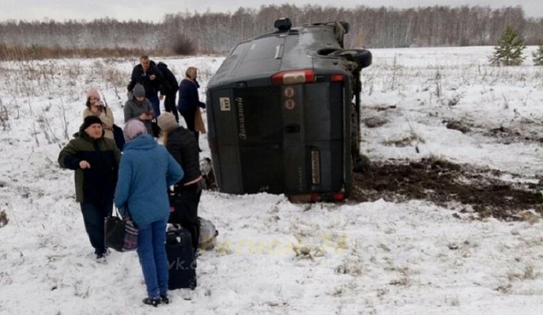 Автобус с пассажирами перевернулся под Челябинском