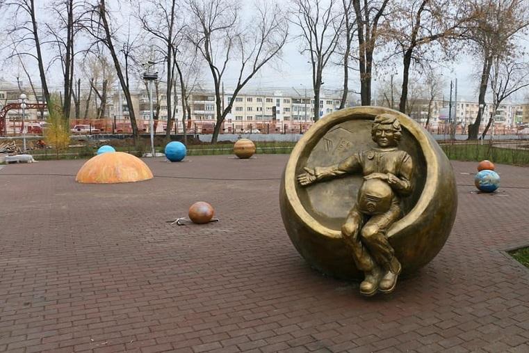 Просто космос. В Челябинске заработал первый пешеходный фонтан