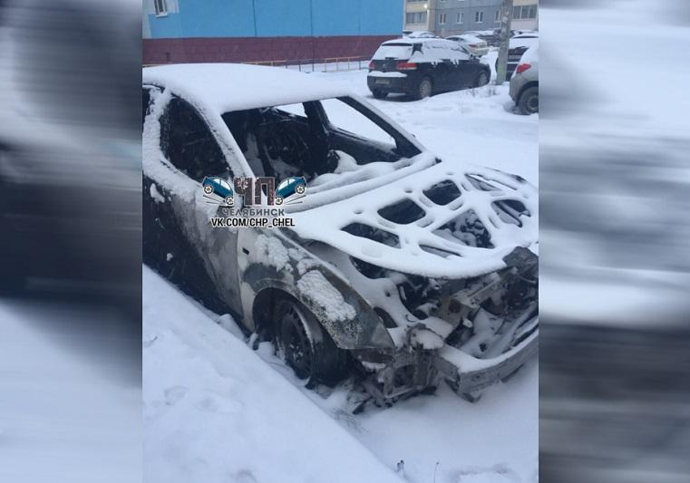 Сгорела дотла. Иномарка вспыхнула в Челябинске