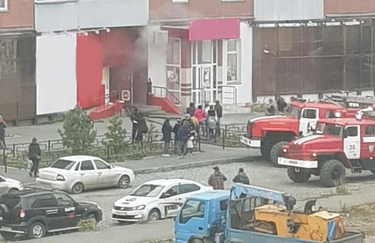 «Трубы у кого-то горят». В Челябинской области загорелся алкомаркет