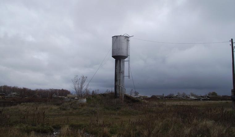 Коммунальщик сдал в металлолом водонапорную башню