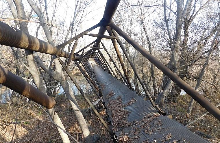 Железо кто-то подпилил. В Челябинске рухнул мост