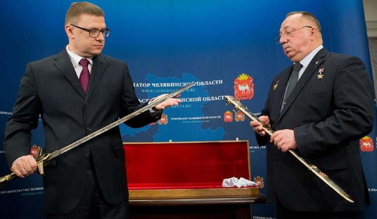 Златоустовские мастера презентовали Теекслеру Меч Победы