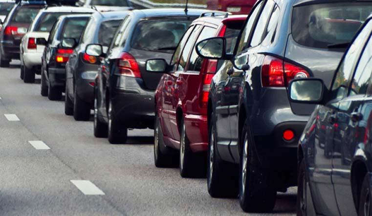 Автомобилистов из Челябинска просят объезжать перекресток улиц Кирова и Труда