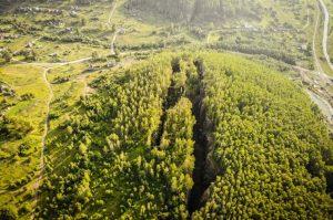 Компасы выходят из строя. Разломы в горах Урала уже видны из космоса