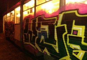 Намалевали. Ночью в Челябинске хулиганы разрисовали трамваи