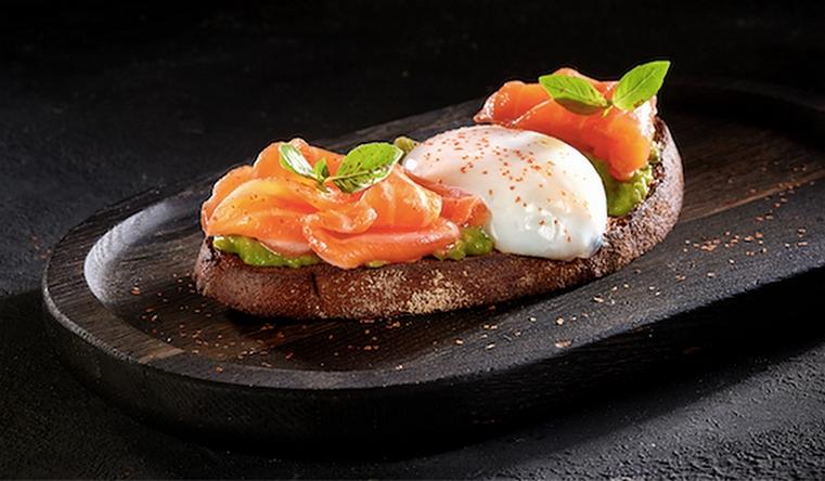 Диетолог рассказала, что лучше за завтраком есть богатые белком продукты