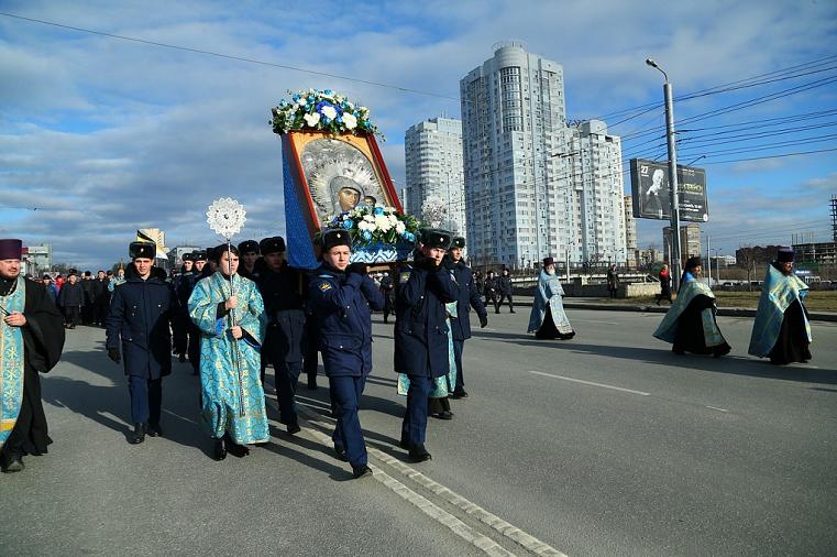 Молебен и крестный ход. Челябинск отпраздновал День народного единства