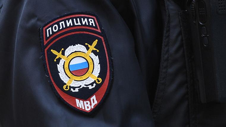 Бил о стену. На Южном Урале полицейского подозревают в нападении на женщину