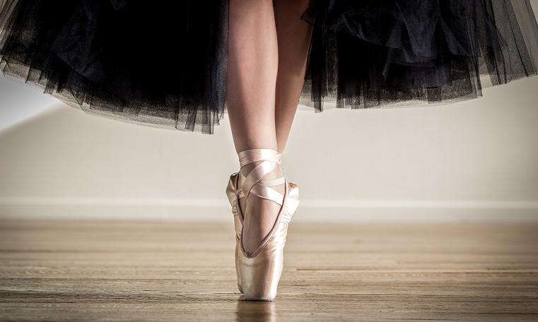 """Ноги начинают """"петь"""". Репетитор из Большого """"подтягивает"""" челябинских балерин"""