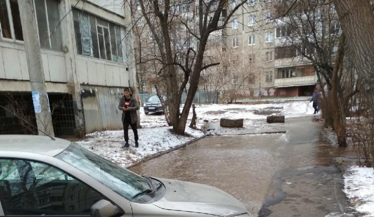 В Челябинске микрорайон остался без воды из-за прорыва трубы