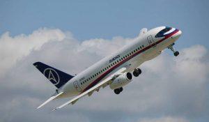 Superjet-100 экстренно сел в Тюмени