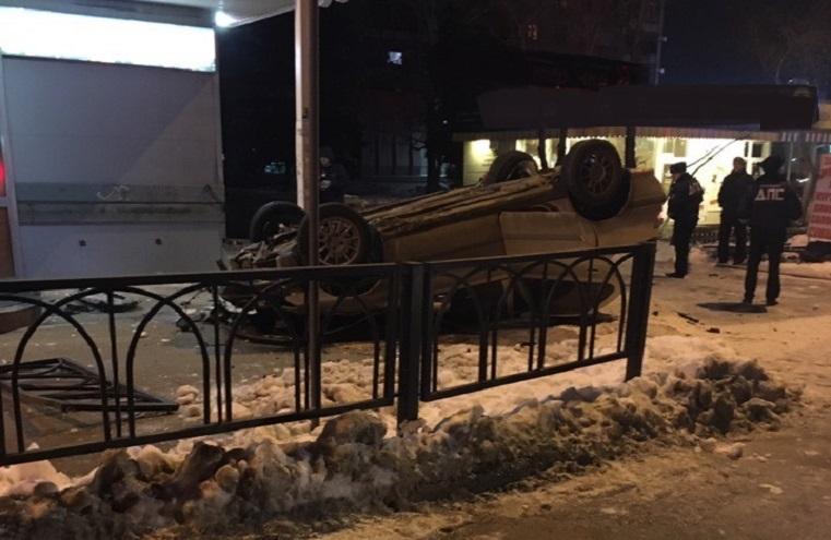 Вверх колесами. Авто снесло забор и перевернулось на Южном Урале ВИДЕО
