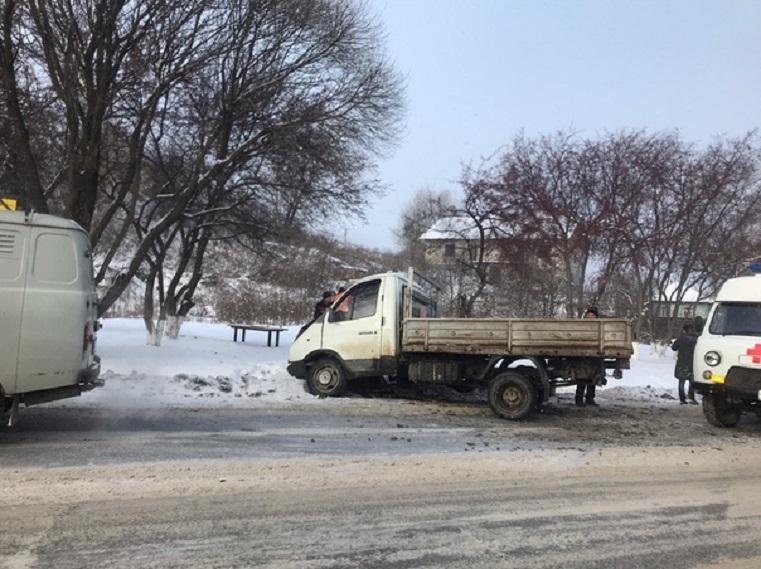 Ребенка увезли на «скорой». В жесткой аварии на Урале пострадали 2 человека