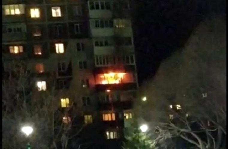 Выгорели 2 балкона. Пожар переполошил жителей уральского города ВИДЕО