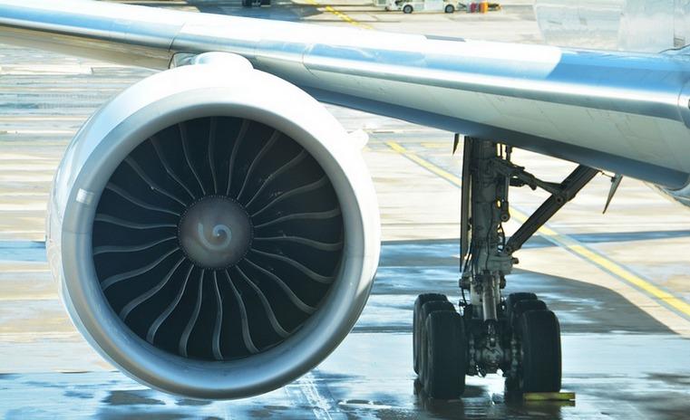 C самолета, прилетевшего из Сочи, сняли пассажирку