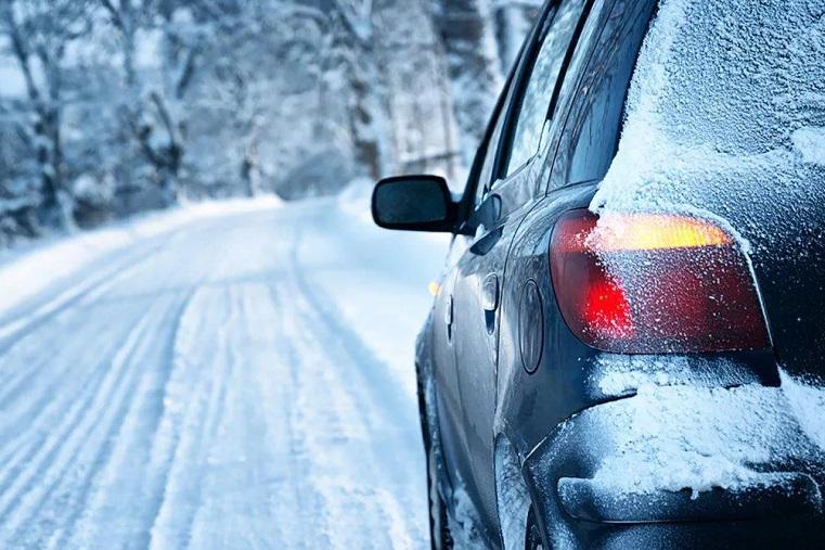 Не буксовать. Эксперты рассказали 4 секрета, как управлять автомобилем на зимних дорогах