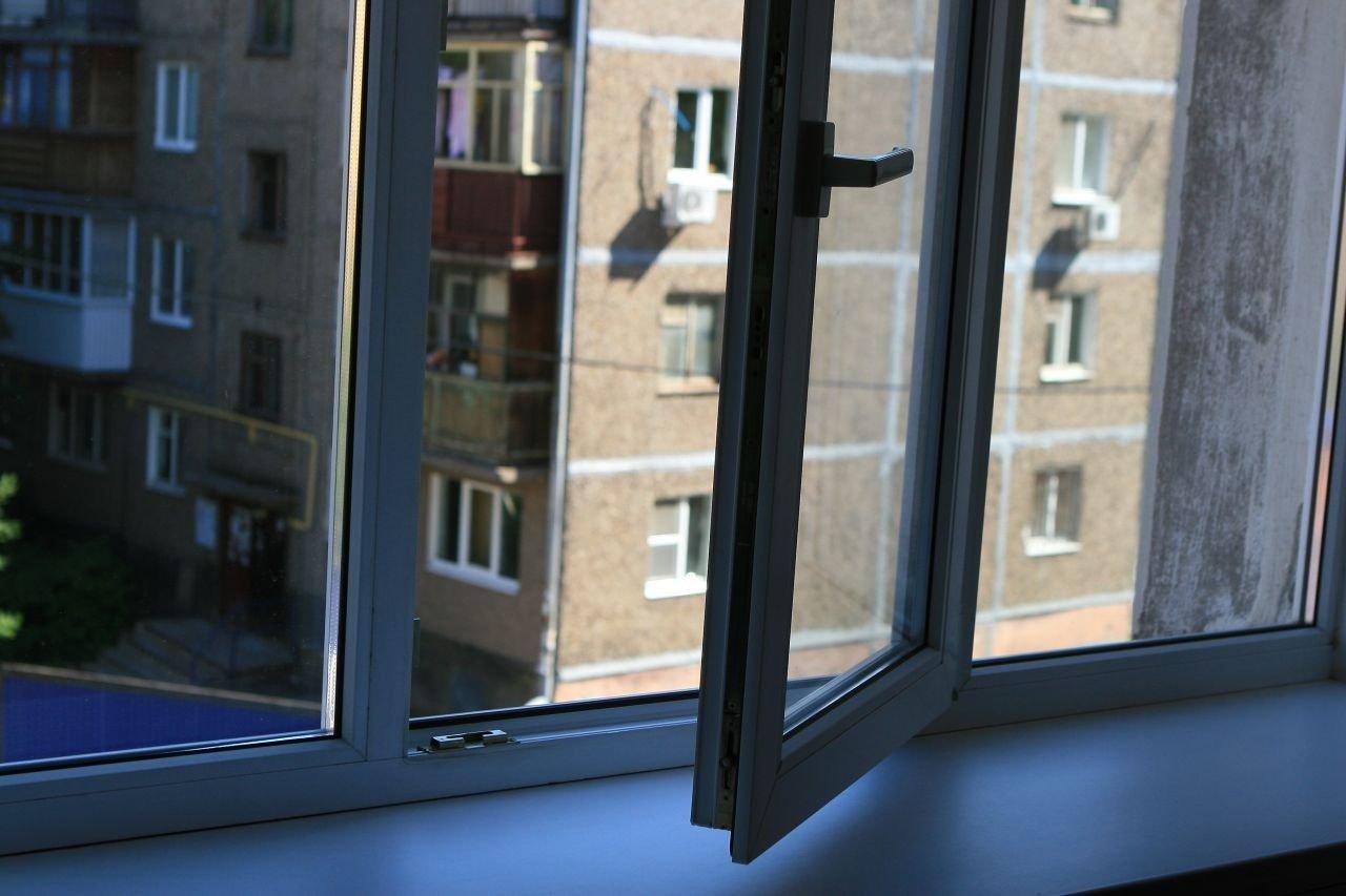 Полет во сне и на яву. Женщина выпала из окна 10-этажки в Челябинске